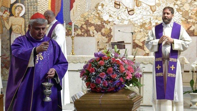 Кардинал Краевский возглавил Мессу погребения бездомной женщины