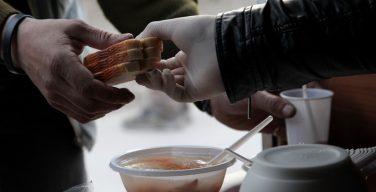 «Ради счастливых историй о бездомных стоит преодолевать брезгливость». О христианском отношении к обитателям улиц размышляет московский священник