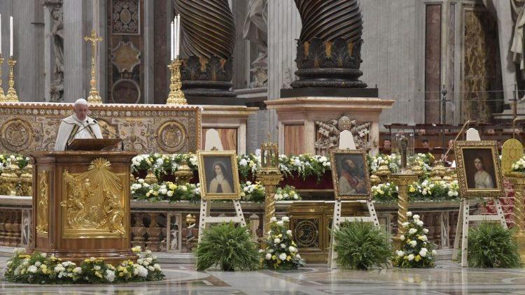 Папа Франциск открыл Чрезвычайный месяц миссий