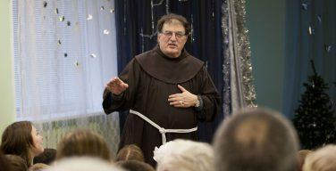Миссия: директор Католической школы
