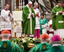 Папа Франциск возглавил Мессу в соборе Святого Петра по случаю Всемирного Дня Бедных