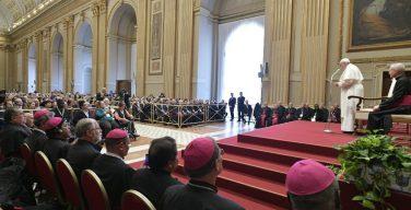 Папа Франциск призвал завоевывать мир исключительно радостью и любовью