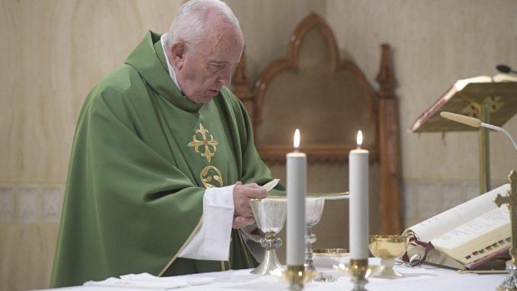 Папа Франциск на Мессе в Доме Святой Марфы: любовь Христова объемлет грешника