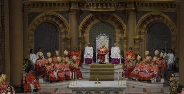 Папа Франциск завершил свой визит в Таиланд Святой Мессой с участием молодежи