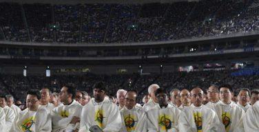 Папа Франциск в Токио: общение с пострадавшими от «тройной катастрофы», визит к императору, встреча с молодежью, Месса на стадионе, прием у премьер-министра…