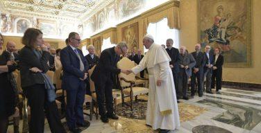 Папа Франциск: сегодня евангелизация проходит не по автотрассе, а по смиренным тропинкам