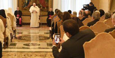 Папа Франциск принял делегацию представителей церковных движений из Франции