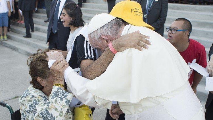 Папа Франциск выступил с посланием по случаю Международного дня инвалидов