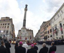 В торжество Непорочного Зачатия Папа Франциск вознес молитву у подножия статуи Девы Марии на Испанской площади Рима