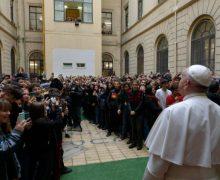 Папа Франциск неожиданно посетил римский лицей