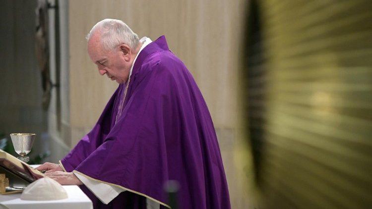 На Мессе в Доме Святой Марфы Папа Франциск размышлял о Божьем утешении