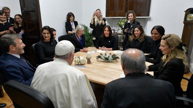 Папа Франциск принял участие в церемонии открытия нового помещения международной образовательной организации