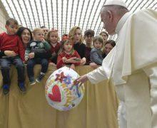 Папа Франциск провел предрождественскую встречу с сотрудниками Святого Престола и Губернаторства Града Ватикан