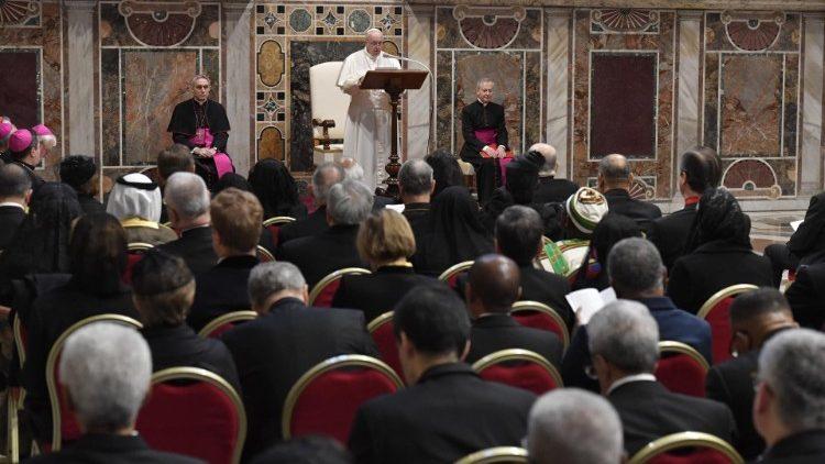 Папа Франциск дал традиционную аудиенцию дипломатам, аккредитованным при Святом Престоле