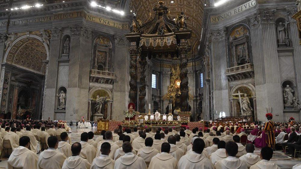 В торжество Богоявления Папа Франциск возглавил Мессу в соборе Святого Петра