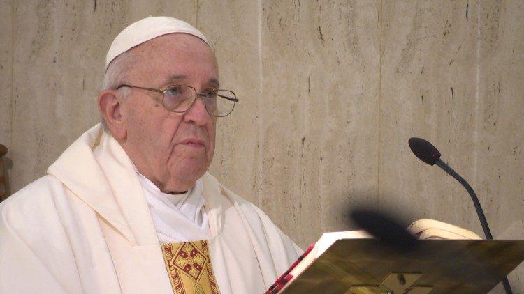 Папа Франциск на Мессе в Доме Святой Марфы говорил о невозможности совместить следование Святому Духу со следованием духу мира сего