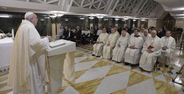 На Мессе в Доме Святой Марфы Папа Франциск говорил о том, что любовь к Богу должна выражаться в добрых делах по отношению к людям
