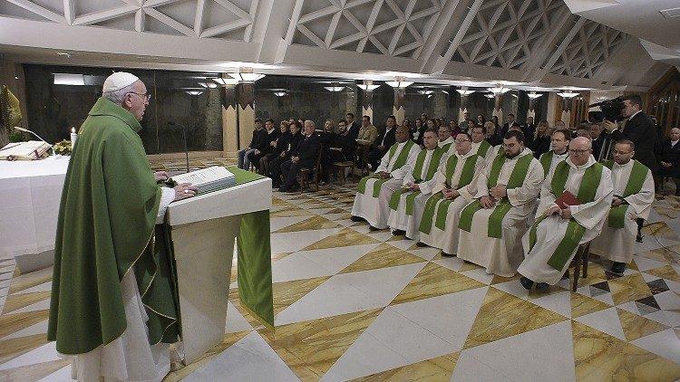 На Мессе в Доме Святой Марфы Папа Франциск размышлял о христианской и светской мере