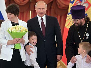 Представители традиционных религий России прокомментировали предложения Путина по поддержке семьи