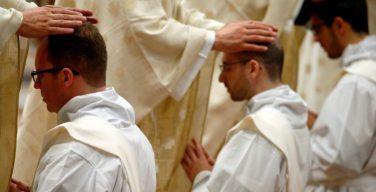 Священнический целибат: новый вклад в дискуссию в духе сыновнего послушания Папе