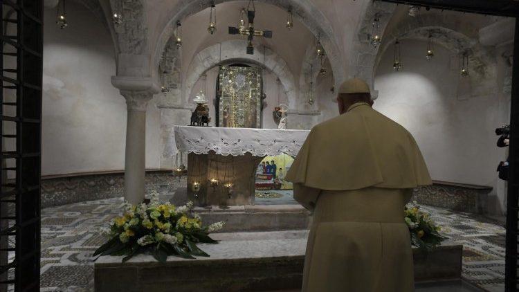 Папа Франциск принял участие в заключительном акте встречи епископов Средиземноморья и отслужил св. Мессу в базилике Святого Николая