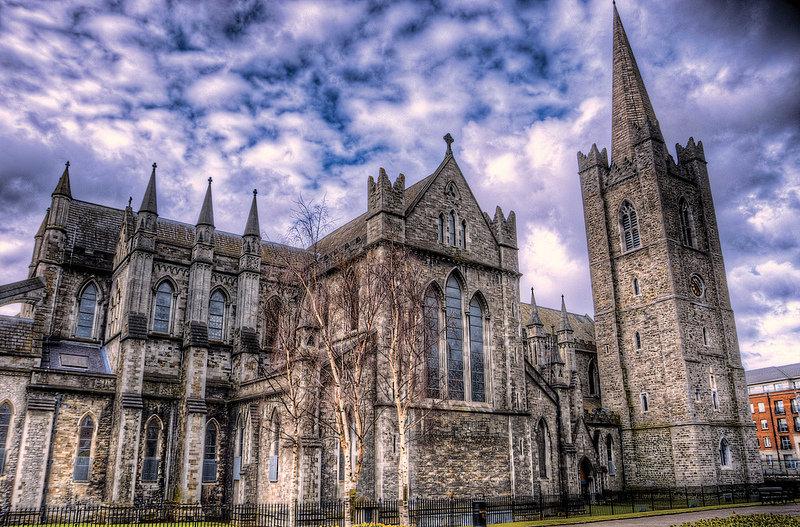 Католики Ирландии отказались от святой воды и рукопожатий на мессах из-за коронавируса