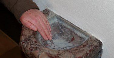 В католических храмах Литвы ввели превентивные меры в связи с коронавирусом