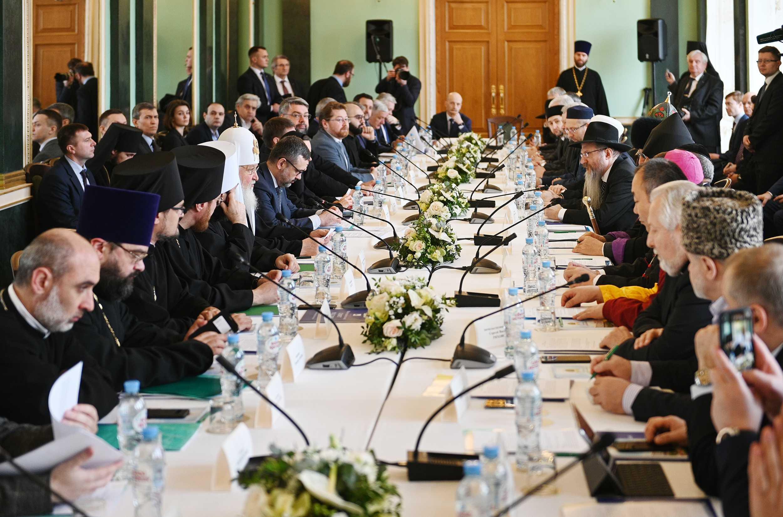 Лидеры ведущих религиозных конфессий России высказались за упоминание Бога в Конституции