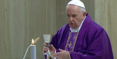 На Мессе в Доме Святой Марфы Папа Франциск молился о гонимых христианах и заключенных