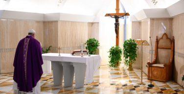 Папа Франциск: да поможет Бог семьям вернуться у настоящей любви