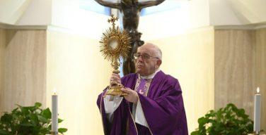 Папа Франциск призвал к акту сокрушения и к духовному причащению
