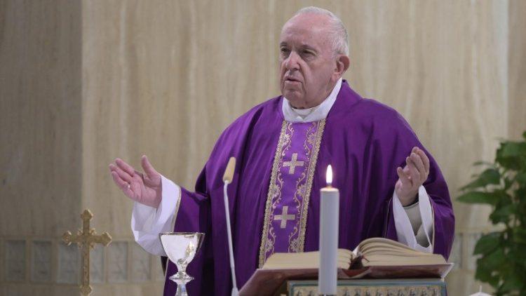 На Мессе в Доме Святой Марфы Папа Франциск призвал молиться о тех, кто испытывает финансовые трудности из-за коронавируса
