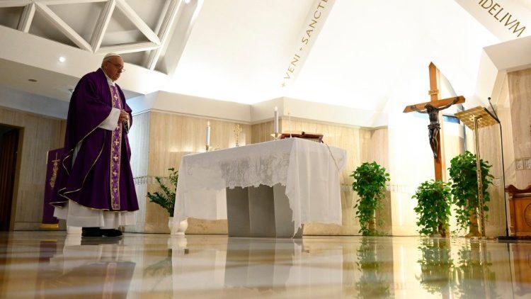 На Мессе в Доме Святой Марфы Папа Франциск предостерег от соблазна идолопоклонства