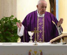 На Мессе в Доме Святой Марфы Папа Франциск напомнил, что долг священников и монахинь – помогать больным и неимущим