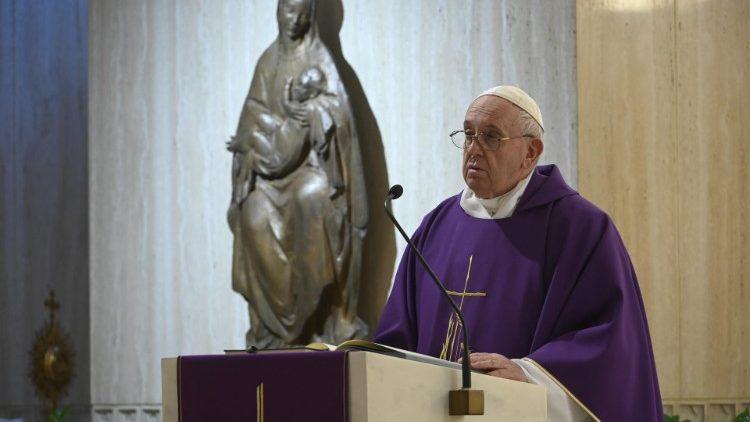 На Мессе в Доме Святой Марфы Папа Франциск заверил, что Бог не оставит нас в долине смертной тени