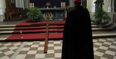 Архиепископ Павел Пецци: COVID-19 не кара Бога, а урок ценности человеческой жизни