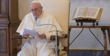 В ходе общей аудиенции в среду Страстной недели Папа Франциск подчеркнул, что Господь проявил Свою истинную сущность на Кресте
