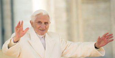 Папа на покое Бенедикт XVI отметил свой 93-й день рождения