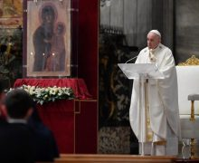 Папа Франциск возглавил Мессу Воспоминания Тайной Вечери в почти пустом соборе Святого Петра