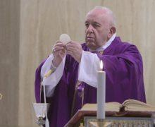 На Мессе в Доме Святой Марфы Папа Франциск призвал не поддаваться искушениям