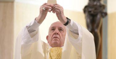 На Мессе в Доме Святой Марфы Папа Франциск подчеркнул важность добродетели верности