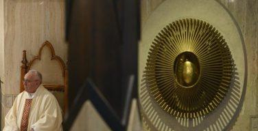 На Мессе в Доме Святой Марфы Папа Франциск размышлял о гармонии в христианской общине
