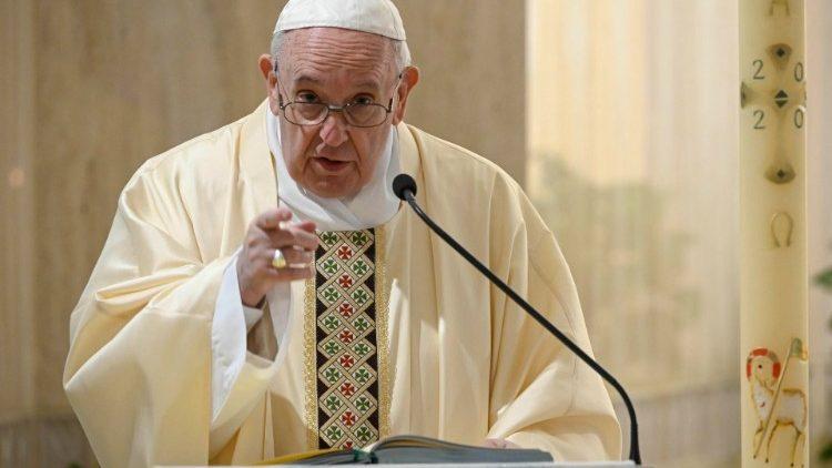 На Мессе в Доме Святой Марфы Папа Франциск помолился о семьях, переживающих кризис, и об обращении ростовщиков