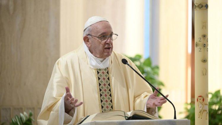 На Мессе в Доме Святой Марфы Папа Франциск молился о единстве Европы