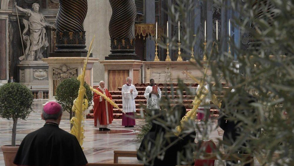 Папа Франциск возглавил Мессу Вербного воскресенья в соборе Святого Петра