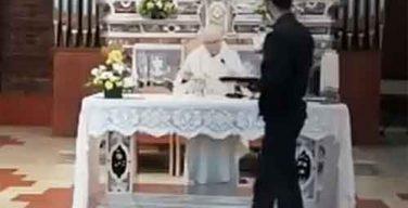 Итальянский священник отказался прервать Мессу по требованию полиции