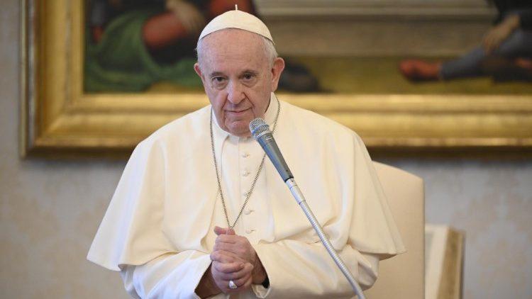 Папа Франциск на общей аудиенции говорил о специфике христианской молитвы