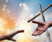 По мнению архиепископа Рино Физикеллы, эпидемия коронавируса не затронет глубоко веру и жизнь людей