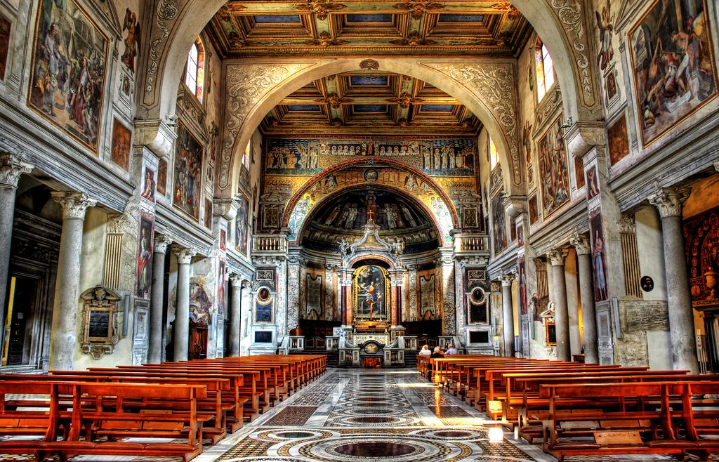 Мессы с участием прихожан возобновятся в Италии 18 мая