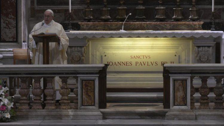 Папа Франциск возглавил святую Мессу в день 100-летия со дня рождения святого Папы Иоанна Павла II